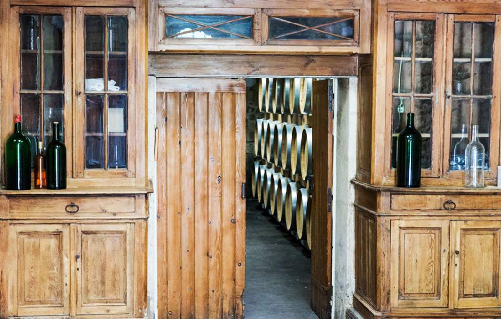bordeaux chateaux, vignobles bordeaux, medeville collection, cave boreaux, chai vignobles